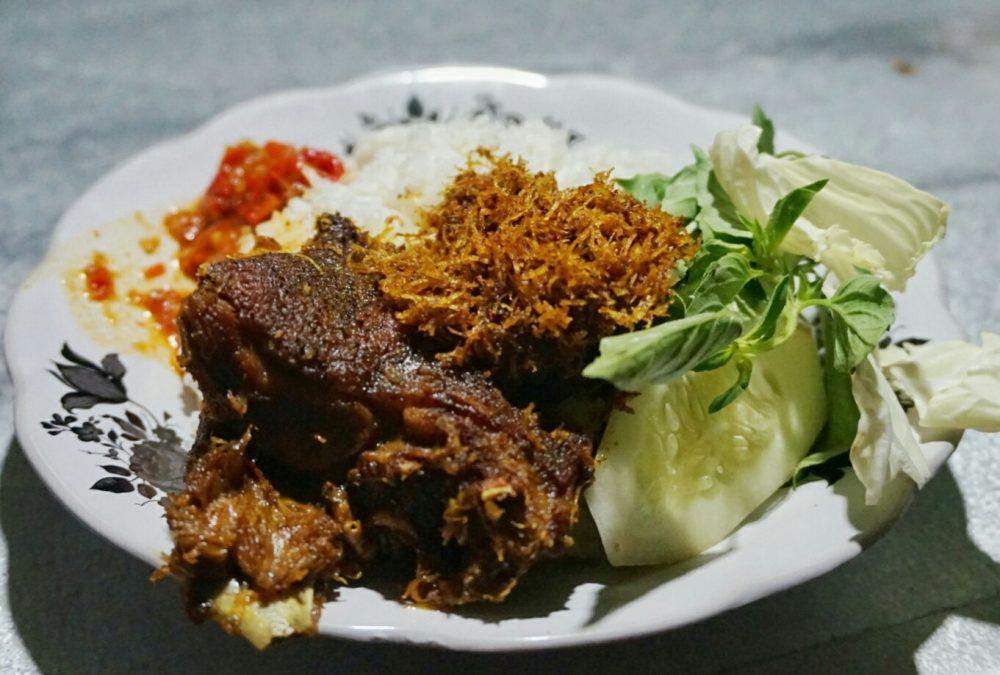 Makan Enak Pas Tanggal Tua? Temukan Kuliner Kaki Lima di Surabaya Ini