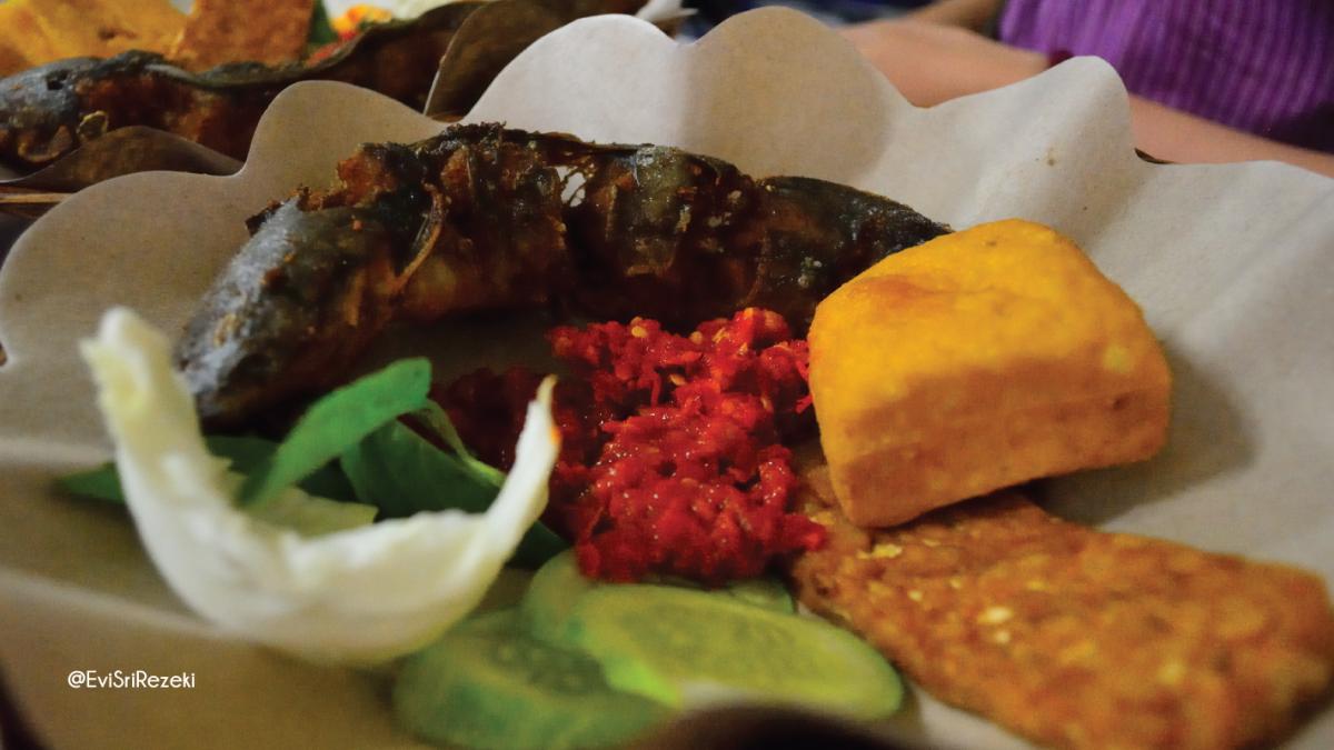 5 Pecel Lele Paling Enak di Bandung yang Dijamin Bikin Nagih!