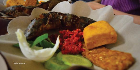 pecel lele paling enak di Bandung