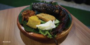 Pecel lele bakar saus madu D'Penyetz, pecel lele paling enak di Bandung