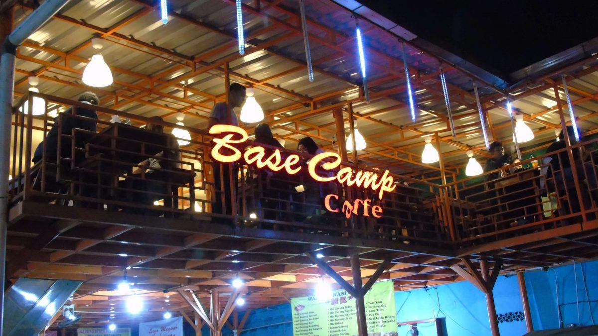 Laper Tengah Malem? Mampir Aja ke 5 Cafe 24 Jam di Jakarta Ini!