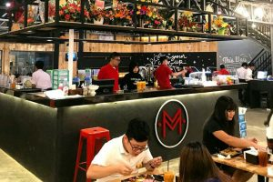 cafe Instagramable di Medan, Suasana makan di Warung Mevvah