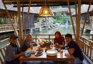 Restoran Gurih 7, rumah makan Sunda lesehan di Bogor