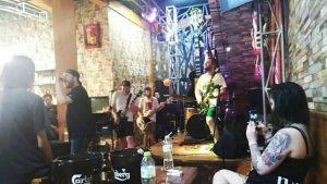 cafe dengan live music di Medan, Rockoffie