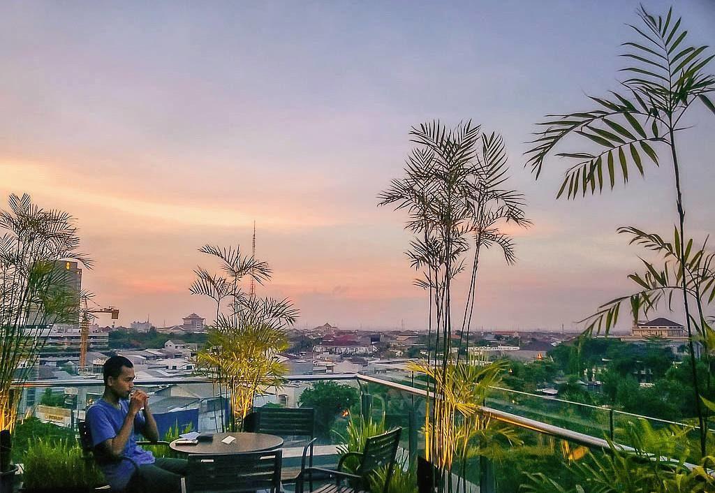 restoran rooftop di Surabaya, Garden Cafe XXI, Cari Makan Aja