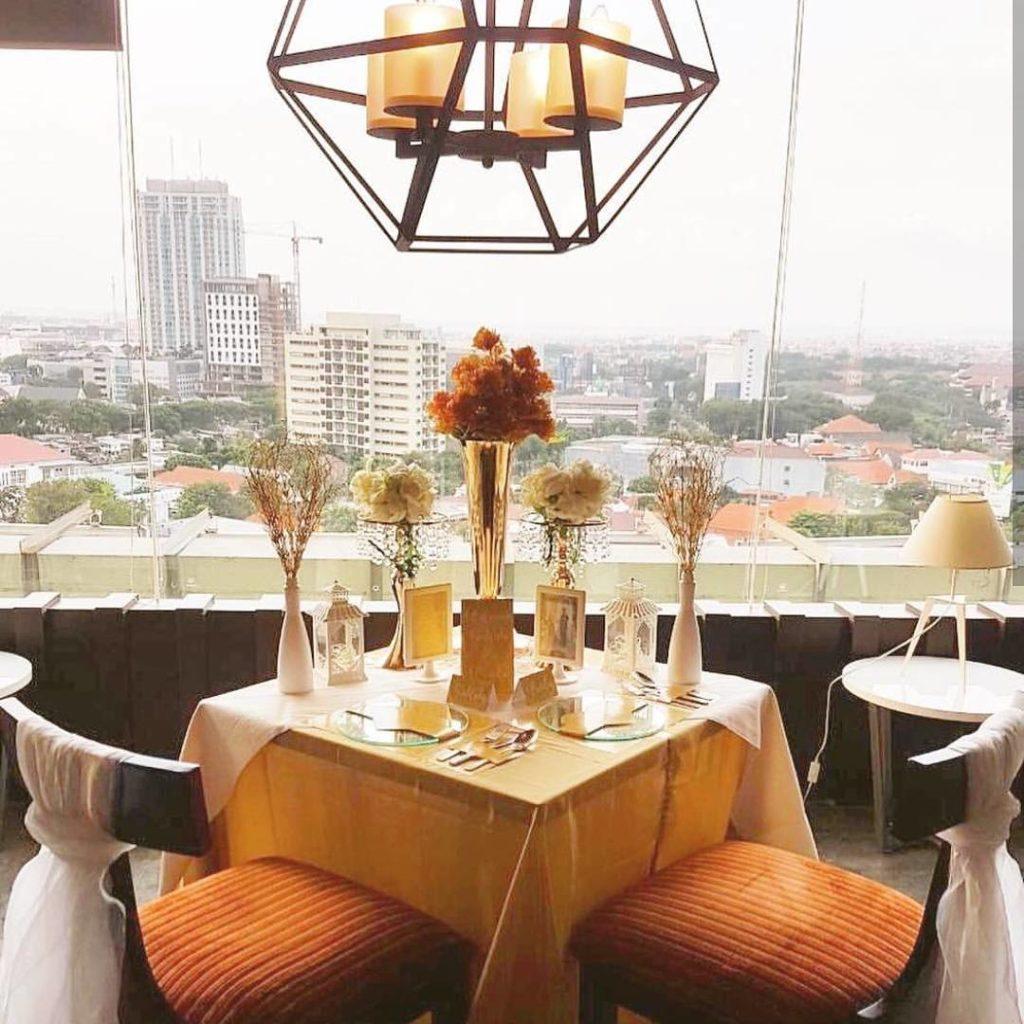 restoran rooftop di Surabaya, Seventeen Skyview Resto & Lounge, Cari Makan Aja