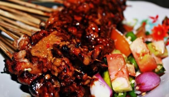 kuliner ekstrim di Jakarta, Sate Biawak, Cari Makan Aja