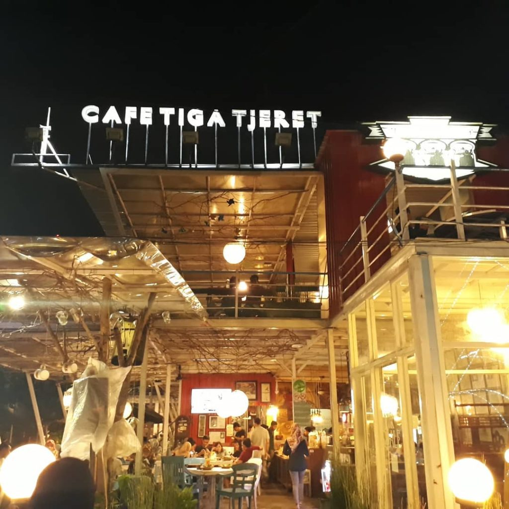 cafe murah di Solo, Cafe Tiga Tjeret, Cari Makan Aja
