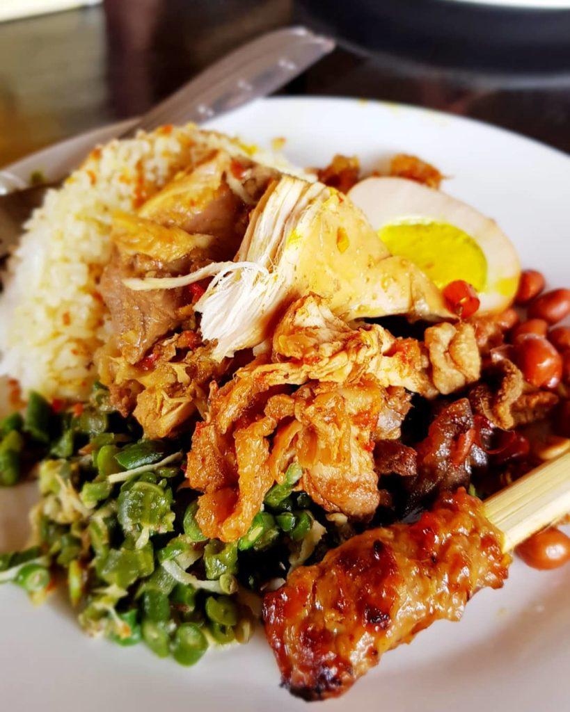 tempat sarapan di Bali, Nasi Ayam Kedewatan Bu Mangku, Cari Makan Aja