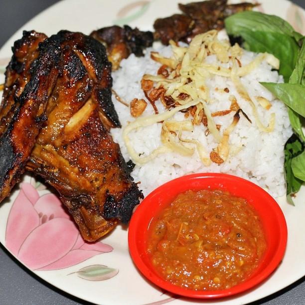 5 Nasi Uduk di Bandung yang Terkenal Enak dan Buat Ketagihan