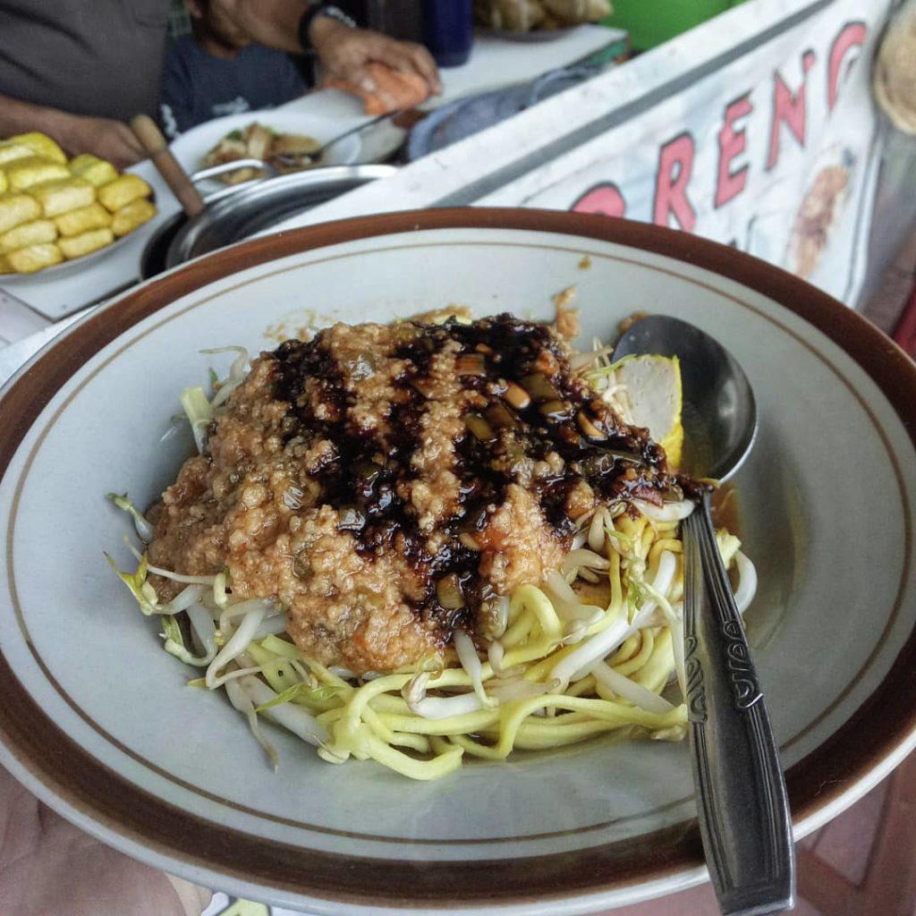 Toge Goreng Pak Iwon, carimakanaja.com