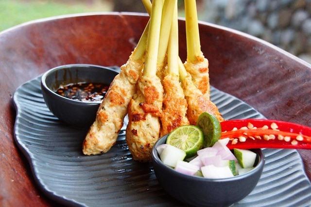 4 Kuliner Sate Lilit Bali yang Nagihnya Bertusuk-Tusuk