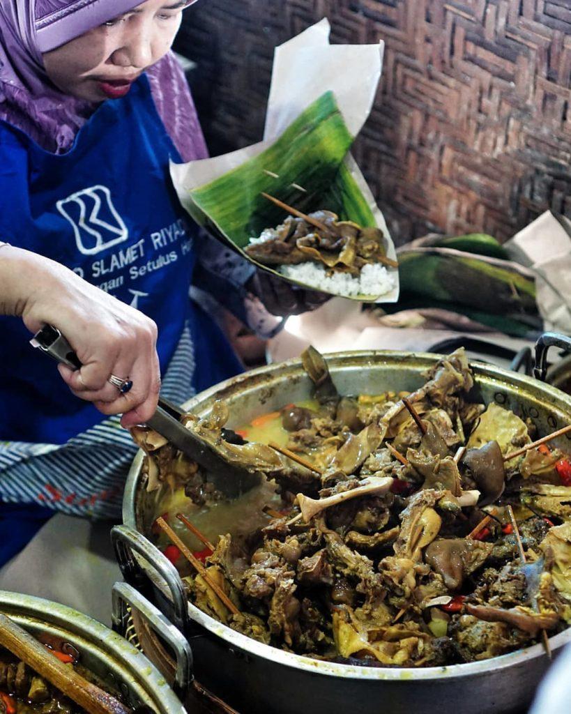 kuliner legendaris Solo, Tengkleng Klewer Bu Edi, carimakanaja.com
