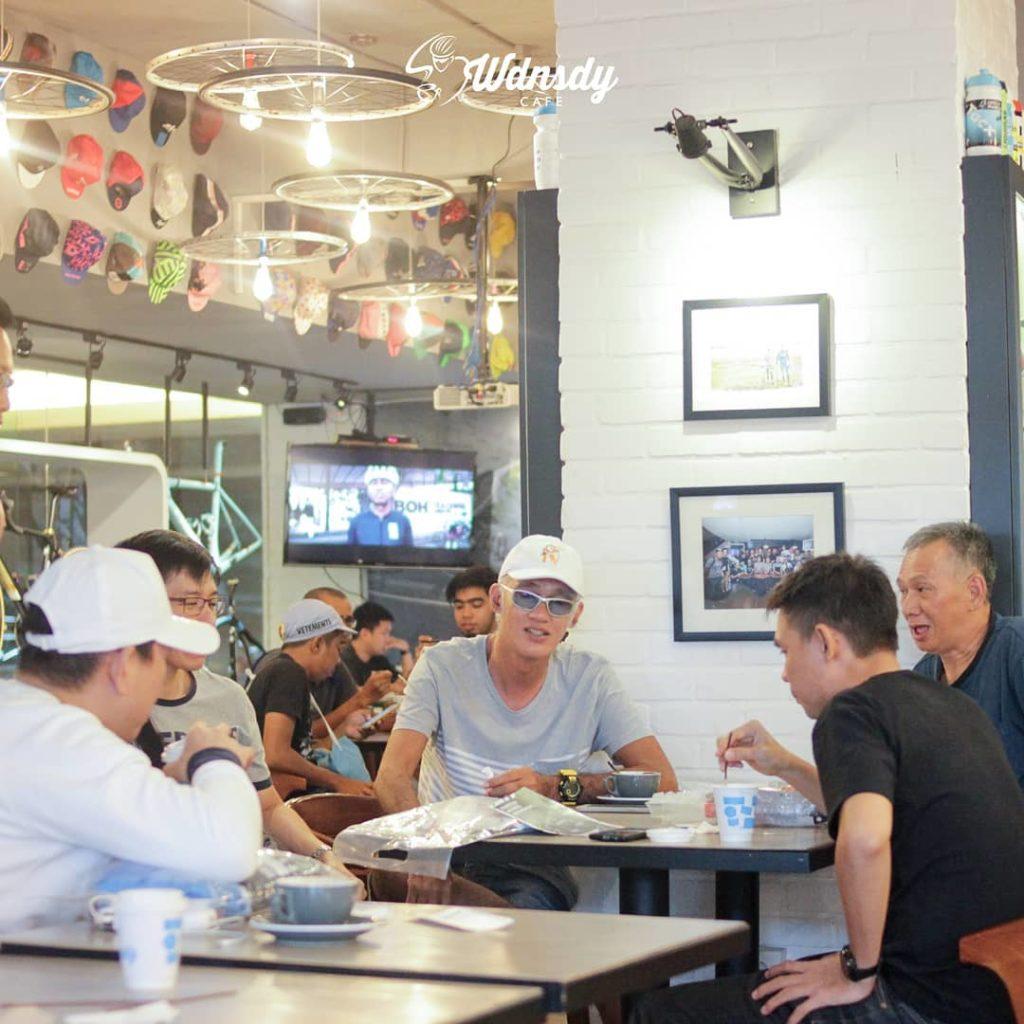 cafe 24 jam di Surabaya, Wdnsdy Cafe, carimakanaja.com