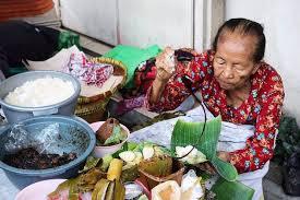Lupis Mbah Satinem, Street Food Jogjakarta, Carimakanaja.com (Sumber: review.bukalapak.com)